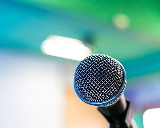 photo d'un micro de conférence